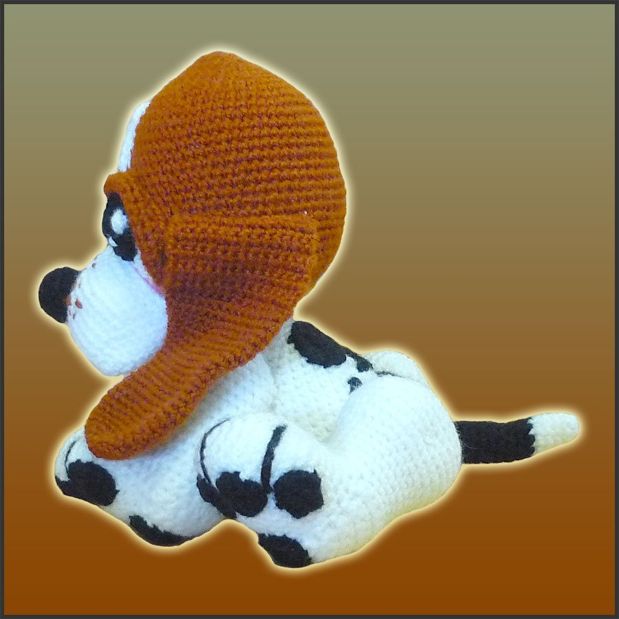 Basset Hound Puppy – Pattern Only | The Twisted Crocheter | 900x900